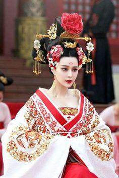 日本にはわりと女帝(推古天皇、皇極天皇、斉明天皇、持統天皇など)が古代には多くいましたが、