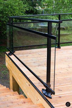 Création d'une terrasse de 50m2 avec garde-corps vitré pour ne pas bloquer le regard.