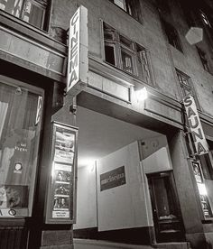 """Cinema, Museokatu 44, Helsinki. Aaltonen ja Nenonen: """"Mårten Kihlmanin muuttaessa Tarun Cinemaksi 1967 siitä tuli merkittävä laatuelokuvien esitysareena filmihulluille."""