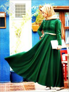 http://www.belginmoda.com/Cagla-Nervurlu-Elbise,PR-503.html Pınar Şems Çağla Nervürlü Elbise