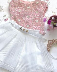 No automatic alt text available. Baby Girl Party Dresses, Little Dresses, Little Girl Dresses, Baby Dress, Kids Outfits, Cute Outfits, Kids Frocks Design, Queen Fashion, Kind Mode