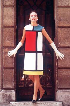 Homage to Piet Mondrian - Musée Yves Saint Laurent Paris - Cyndy Koles Fashion Art, Fashion Models, High Fashion, Modern Fashion, Street Fashion, London Fashion, Vintage Fashion, Piet Mondrian Artwork, Mondrian Dress