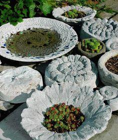 I HAGEN: Egenproduserte gjenstander i hagen på Løkka var til stor inspirasjon for kursdeltakerne.