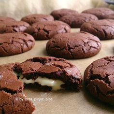 Baš tako- apsurdno čokoladni! Savršeni! Najbolji - ikad i zauvijek čokoladni keksi! Od prvog momenta kad sam ih probala- a bilo je to ...