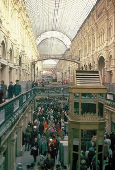 1974 - Moscow, USSR: GUM Department Store