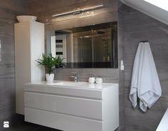 #lazienkazwanna - Mała średnia łazienka na poddaszu - zdjęcie od zangel