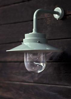 Taking its inspiration from the iconic HMS Belfast, try our robust and stylish outside Belfast Light.