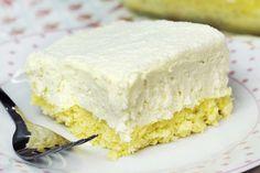 Bolo gelado (tipo pão de ló) de micro-ondas com mousse e leite ninho.