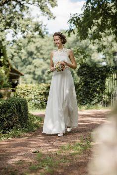 """Brautkleid """"Florence"""" im Vintage-Stil mit Wasserfall-Rückenausschnitt entworfen von Claudia Heller Modesign"""
