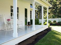 40 Rustic Farmhouse Front Porch Decorating Ideas January Leave a Comment Farmhouse porches are designed for comfort. They are usually large, inviting, and can accommodate the always favorite porch swing rocking chairs too! Porch Without Railing, Porch Step Railing, Porch Steps, Porch Columns, Front Steps, Railing Ideas, Railings, Farmhouse Front Porches, Country Farmhouse