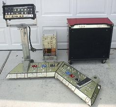 Based it on a Pedal Train i guess: [ATTACH] But i put little wooden hinges on it so it sits flat in the box for storage, but sits up at lid level when. Guitar Pedal Board, Guitar Rig, Cool Guitar, Bass Guitars, Acoustic Guitars, Electric Guitars, Guitar Effects Pedals, Guitar Pedals, Diy Guitar Amp