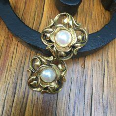 Vintage Goldtone Faux pearl stud earrings June Birthstone