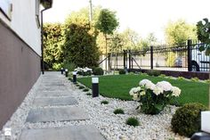 Elegancki ogród przed domem - Średni ogród przed domem, styl klasyczny - zdjęcie od Duo Design