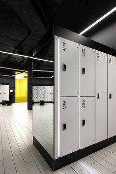 Gym Interior, Gym Lockers, Small Apartment Design, Home Gym Design, Gym Room, Black Fitness, Changing Room, Fitness Design, Academia