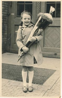 Yesterday was the first day of public school for children in Austria! Childhood Memories 90s, Vintage School, Music Like, Co Parenting, First Day Of School, Public School, Back In The Day, Vintage Photos, Germany