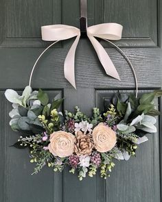 Christmas Wreaths For Front Door, Easter Wreaths, Holiday Wreaths, Christmas Diy, Christmas Decorations, Modern Wreath, Deco Floral, Summer Wreath, Spring Wreaths