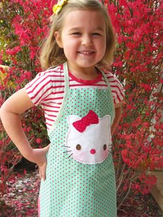 Hello Kitty Kids Apron. I may buy an apron and hn one felt to make the kitty!