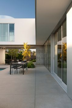 White Stucco Modern House in Venice, California By Dennis Gibbens Architects