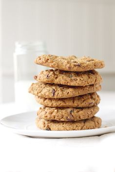 Applesauce Oatmeal Raisin Cookies - Makes 18 to 24 Large Cookies Applesauce results in less white sugar in the recipe. Köstliche Desserts, Delicious Desserts, Dessert Recipes, Yummy Food, Yummy Cookies, Yummy Treats, Sweet Treats, Sugar Cookies, Chip Cookies