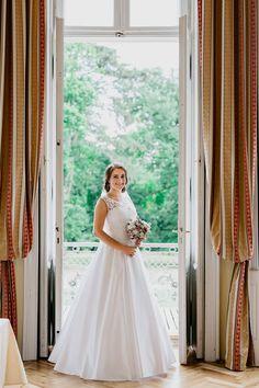 Prekrásna nevesta v šatách šitých na mieru v Salóne EvaMária Wedding Dresses, Fashion, Alon Livne Wedding Dresses, Fashion Styles, Weeding Dresses, Wedding Dress, Wedding Dressses, Fashion Illustrations, Wedding Gowns