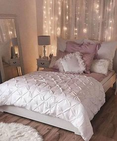 Vintage Bedroom 20 Small Bedroom Design Ideas You Must See - Housiom - Some people like a minimalist approach, while others have bedroom ideas that are quite extravagant. Take look the 20 Small Bedroom Design Ideas. Dream Rooms, Dream Bedroom, Pretty Bedroom, Bedroom Romantic, Diy Bedroom, Bedroom Furniture, Stylish Bedroom, Bedroom Girls, Fall Bedroom