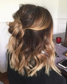 28 Cute Hairstyles for Medium Length Hair (Popular for Mid length hair has never been hotter than it is right now. Some cool styles featured here include the LOB, balayage highlights, ombre color, and must-try layers. Source by casual hairstyles Easy Casual Hairstyles, Sweet Hairstyles, Latest Hairstyles, Cute Hairstyles For Medium Hair, Hairstyles For Medium Length Hair Easy, Cute Hair Cuts Medium, Braid Hairstyles, Curly Haircuts, Hair And Beauty