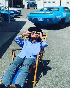 The King catching some rays in the Petty Enterprises family compound. Looks to be sitting roughly in front of his parent's house, which sits across from the shops. Richard Petty, King Richard, Anthony Johnson, Kyle Petty, Nascar Champions, Nascar Race Cars, Kyle Busch, Tony Stewart, Camping Lanterns