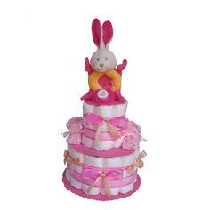 Joli gâteau de couches à deux étages avec Doudou Hochet Lapin, une ravissante paire de chaussons fait main et une sucette tétine! Idée Cadeau Naissance et Baby Shower en exclusivité sur www.mybbshowershop.com
