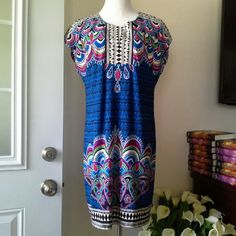 LAUNDRY BY Shelli Segal dress Beautiful dress in size M . Great condition.  35 inch long. Laundry by Shelli Segal Dresses Mini