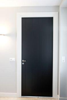 Binnendeuren - Lilly is Love Interior Door Styles, Shop Doors, Cottage Door, Steel Doors, Internal Doors, White Trim, Door Design, Home Renovation, Tall Cabinet Storage