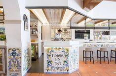 Casa Carmela Restaurant in Valencia by Nihil Estudio Restaurant Bar, Valencia, Entrance, Gallery Wall, Patio, Instagram, Frame, Furniture, Sas Travel