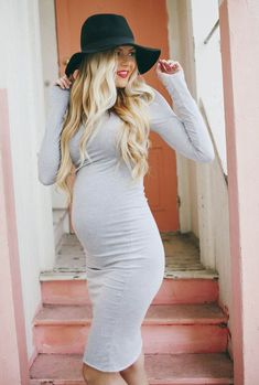 Barefoot Blonde - maternity fashion style with black purse and pumps Outfits Inspiration, Mode Inspiration, Outfit Ideas, Baby Bump Style, Mommy Style, Pregnancy Looks, Pregnancy Style, Pregnancy Photos, Winter Pregnancy Outfits