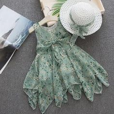 Hopscotch - Princes & Princesses - Stylish Floral Print Sleeveless Dress With Hat Baby Girl Dresses Diy, Baby Girl Frocks, Frocks For Girls, Little Girl Outfits, Little Girl Fashion, Kids Fashion, Girls Frock Design, Baby Dress Design, Kids Dress Wear
