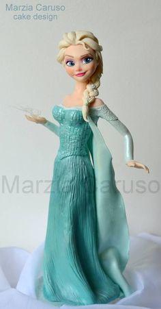 One of the best Elsa figures I've seen Bolo Frozen, Torte Frozen, Frozen Theme Cake, Disney Frozen Cake, Disney Cakes, Elsa Frozen, Fondant Cake Toppers, Fondant Cakes, Frozen Fondant