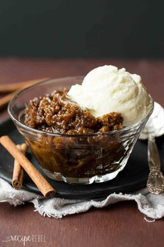An easy make ahead dessert perfect for the holidays! This spiced Gingerbread Pudding Cake cooks in the slow cooker and keeps your oven free. I will try this with GF flour blend. Slow Cooker Desserts, Crockpot Dessert Recipes, Crock Pot Desserts, Make Ahead Desserts, Holiday Desserts, Holiday Recipes, Cooking Recipes, Crockpot Meals, Christmas Recipes