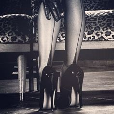 Tomorrow (Wednesday) in Spellbound Striptease your naughty mistress @zojaulesoo will be channeling Russian Exotic style! Strap on your stilettos because this class is all about @olgakoda-inspired heel technique! We will focus on keeping our balance whilst moving from standing to floor and vice versa. We will also learn clever ways to get out of our pesky clothes while wearing said heels (they always seem to get in the way dont they?!)  P.S. Zoja will be bringing her party lights so its gonna