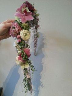 Schoudercorsage Homecoming Dance, Prom Flowers, Body Jewellery, Corsage, Fasion, Wire Jewelry, Flower Art, Flower Arrangements, Art Nouveau