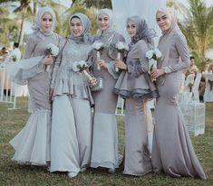 Style kondangan dengan dress hijab berikut ini bisa jadi inspirasi kamu dalam hal berbusana formal untuk tampilan fashionable dan kekinian!