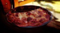 Ingredientes 1 1/2 tazas de Azúcar granulada 3 huevos separados yemas y claras 125 grs. de Margarina a temperatura ambiente 2 tazas de Harina cernida (pasada por colador, sin grumos) 100 cc de Leche entera. 1 cucharadita de polvos de hornear 250 grs. de yogur de frutilla 100 grs de frutillas lavadas y picadas medianas 1 cucharadita de Vainilla Ralladura de 1 limón o naranja
