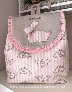 Hola!!! Mucho tiempo sin publicar nada... pero aquí estoy de nuevo con dos labores muy dulces: una mochila para Laura: ... Fabric Gifts, Fabric Bags, Diy Backpack, Lace Backpack, Potli Bags, Diy Bags Purses, Craft Bags, Quilted Bag, Girls Bags