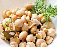 По этому рецепту шампиньоны получаются хрустящими и очень вкусными. Уже на следующий день грибочки готовы!