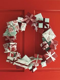 Easy to Make Homemade DIY Christmas Wreaths - Not just Christmas hampers and Christmas gift baskets that most people are looking and shopping for during Christmas season. Malls and major stores are also showcasing and selling different kinds ofChristmasdecorations and ornaments. But wait, …