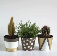 Peindre des pots de fleurs pour les relooker - How to paint flowerpots #DIY #Home #decoration #paint