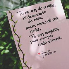 La imagen puede contener: planta y exterior Love Phrases, Carpe Diem, Journal Pages, Felt Flowers, Boyfriend Gifts, Self Love, Qoutes, Love Quotes, Crushes