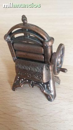 Antiguo afilador de la marca española Juguetes Martí. Antique pencil sharpener. Numero 1000