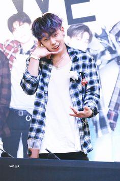 What would we do without this cheeky boy ? Kim Jinhwan, Chanwoo Ikon, Exo Stickers, Winner Ikon, Ikon Wallpaper, Ikon Debut, Mobb, Asian Babies