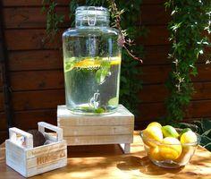 A limonádéban jól mutat a citrom, lime narancs karika, és a mentalevél Lime, Kitchen Appliances, Diy Kitchen Appliances, Limes, Home Appliances, Kitchen Gadgets, Key Lime