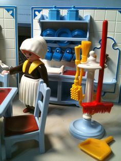 Playmobil Rare Victorian kitchen... i had this set. I just want to play with it all again haha