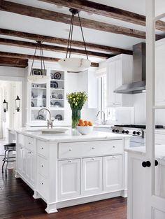 cuisine rustique moderne blanche avec plafond en poutres apparentes retrouvez notre rayon cuisine pour des - Cuisine Moderne Les Prix