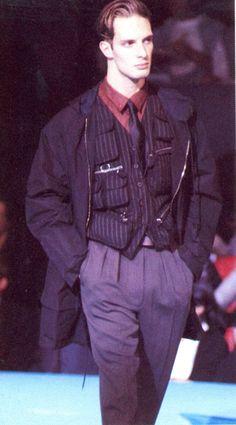 1990 - Jean Paul Gaultier Homme show Monochrome Fashion, Grunge Fashion, 90s Fashion, Fashion Menswear, Fashion 2020, Jean Paul Gaultier, Paul Gaultier Spring, Madonna, Ivy League Style